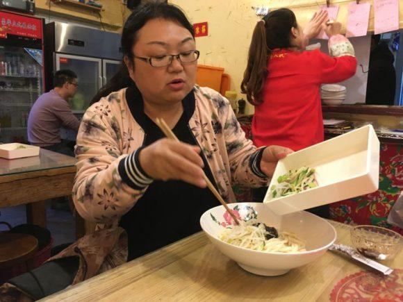 Food Tour mit Guide in den Hutongs (kleine Häuschen) inmitten von Beejing
