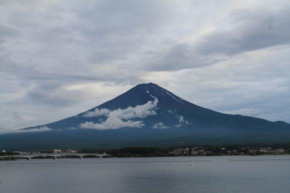 Der Berg Fuji San. Blick über den Kawaguchi-See, einer der 5 Fuji-Seen in der Yamanashi-Präfektur.